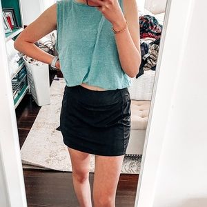 women's small black tennis skirt